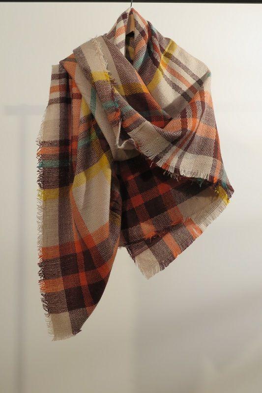 ¡Escribe a info@escampe.com para conseguir tu pañuelo de moda por 10€!  Pañuelo maxibufanda de cuadros (marrón-naranja)