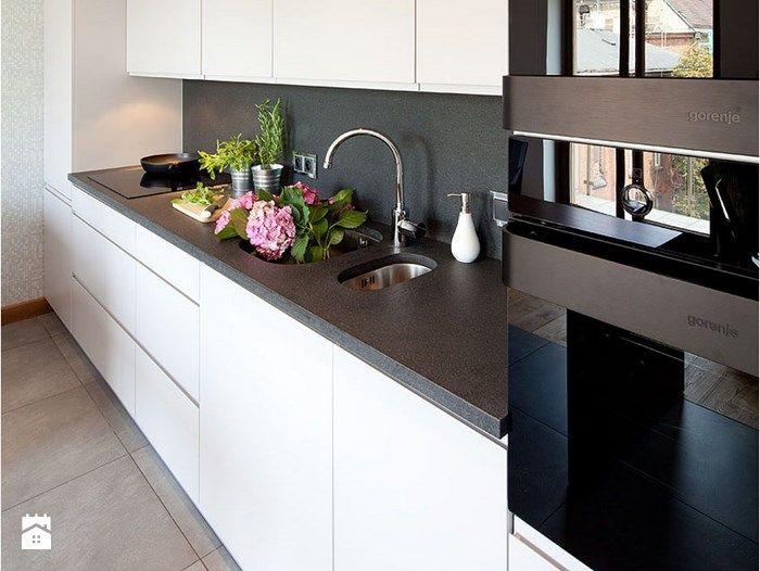 czarno-biała nowoczesna kuchnia