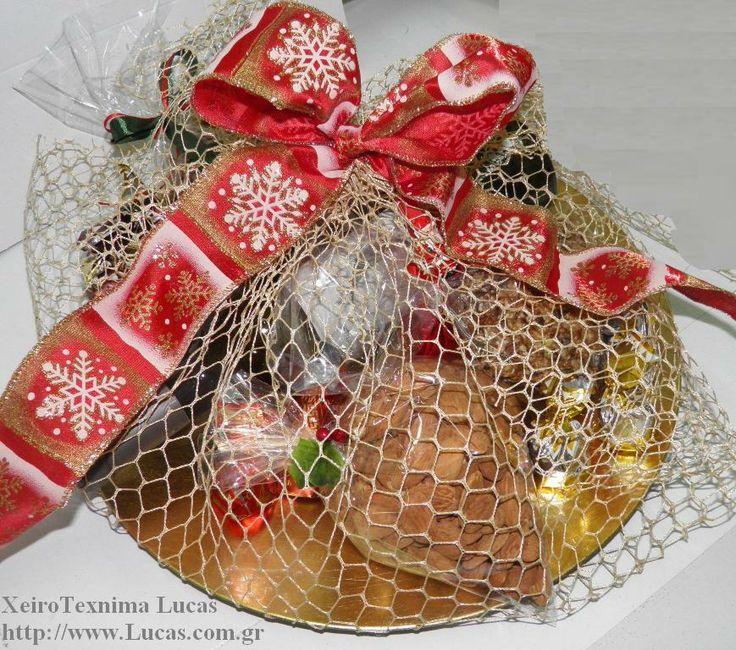 Χριστουγεννιάτικο δώρο σε πιατέλα
