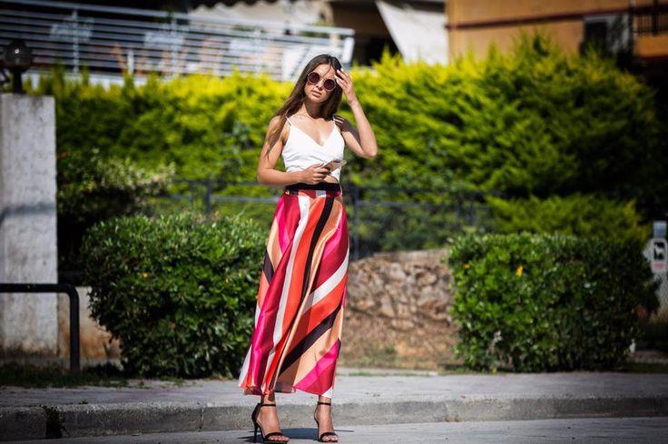Maxi striped skirt with detachable ribbon and gathered waist.97% Polyester. 3% Elastane. https://www.modaboom.com/fousta-maksi-rige-kokkini-el-en.html