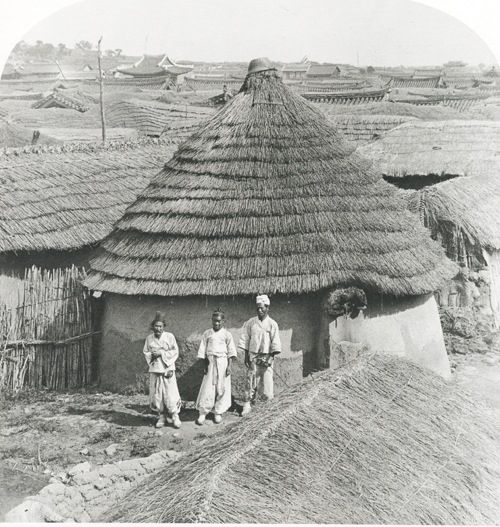 old house in Korea-look at the similarity with the African houses and the Celtic house.