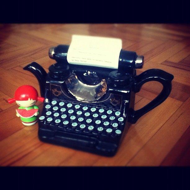 #momiji #momijisevgiyiyay #teapot #tea #typewriter #writing