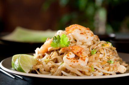 Dit Pad Thai Noodles met Garnalen recept is authentiek en erg verrukkelijk! Wanneer je alle ingrediënten bij elkaar hebt is Pad Thai ontzettend makkelijk te maken. Houd wel in je achterhoofd dat het geheim voor een goede Pad Thai zit in de kwaliteit...