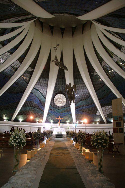 Gentes e Locais/Catedral de Brasilia a noite de lado de dentro