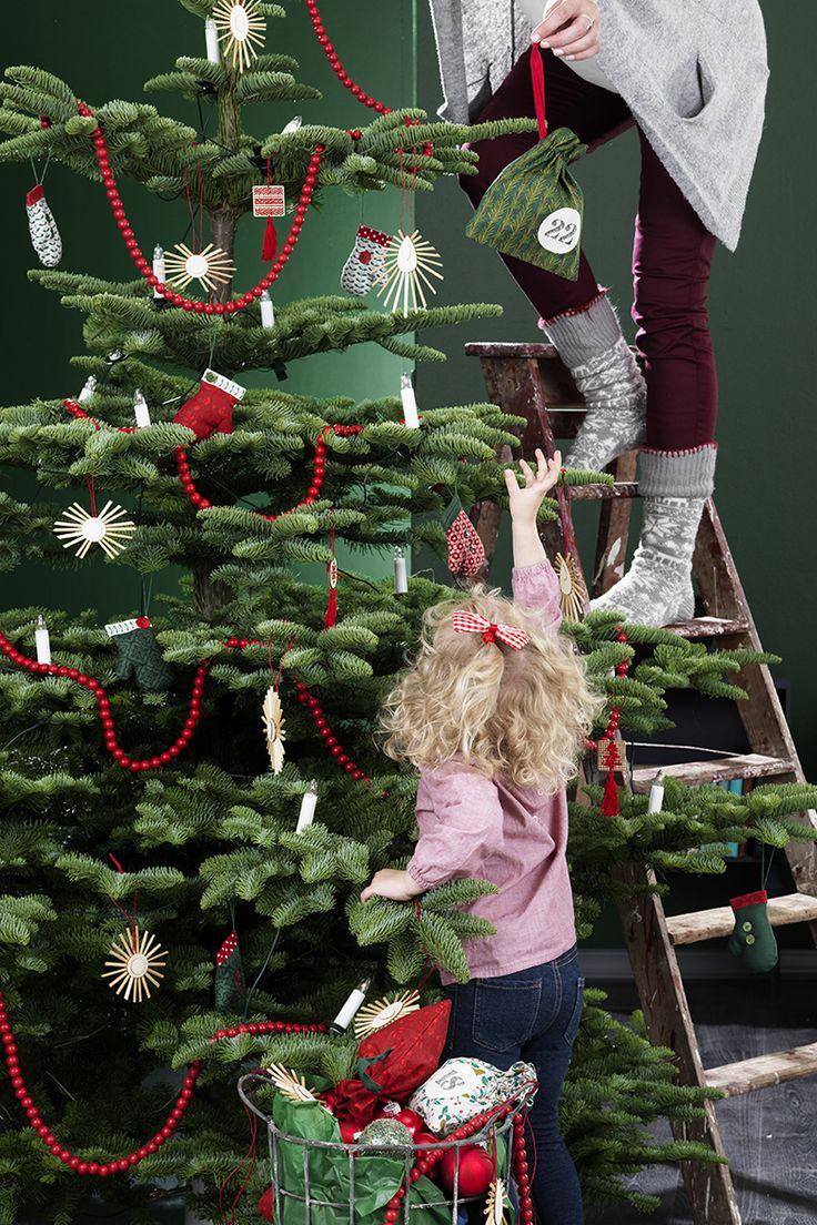 Christmas tree decoration www.pandurohobby.com Christmas Decor by Panduro #christmas #decoration #DIY #ornaments #julgran #julpynt