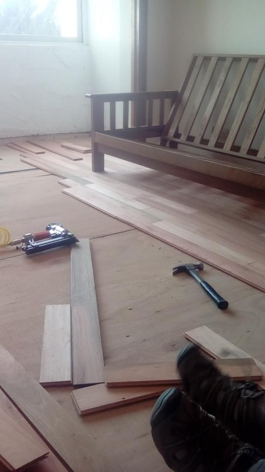 Colocación de nuevo piso flotante - 2da etapa