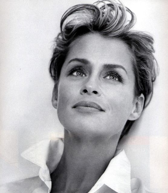 Lauren Hutton http://supermodelicons.com/wp-content/uploads/2009/08/lauren_hutton_smi_0035.jpg