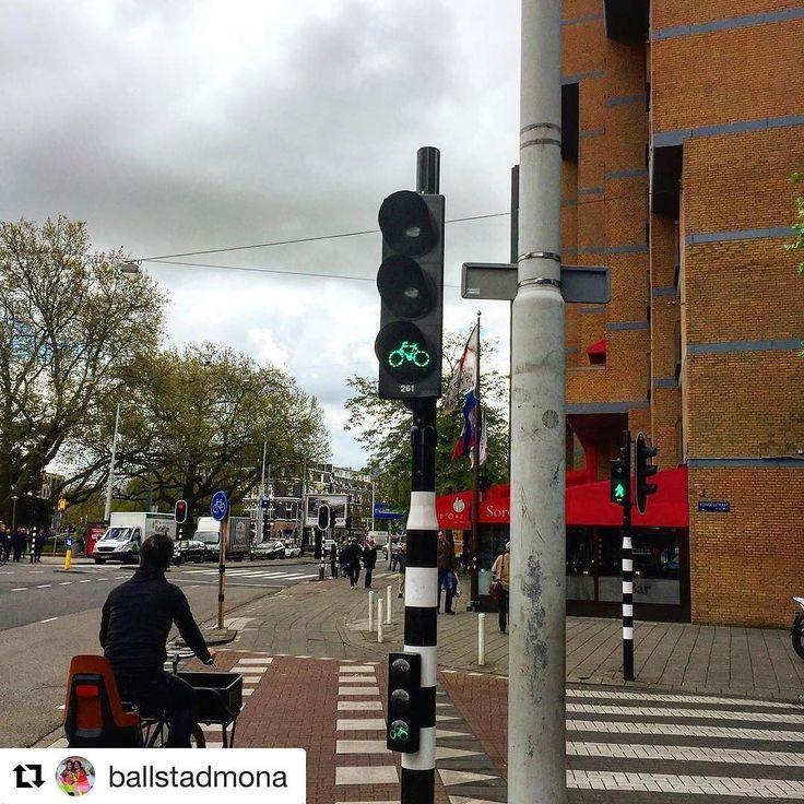 Smart eller? #sykkeltrafikklys #reiseliv #reisetips #reiseblogger #reiseråd  #Repost @ballstadmona with @repostapp  Trafikklys for sykkel  #amsterdam#nederland#bønnerpåbytur#storbyferie#storbytur#trafikklys #trafikklysforsykkel