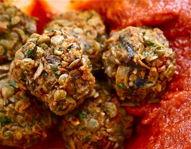 Vegetarian 'Meatballs' in a Classic Tomato Sauce | Vegetarian & V...
