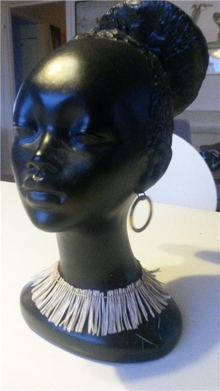 Annons på Tradera: Retro Byst av mörkhyad kvinna signerat Gino Manca