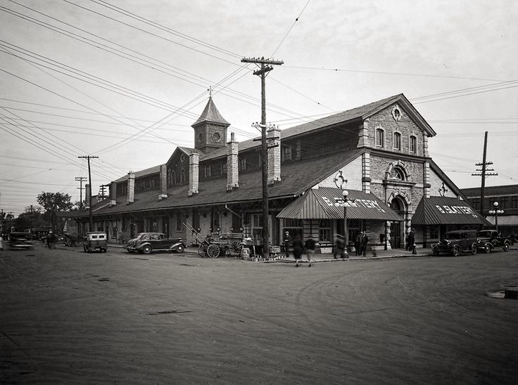 Once upon a time, Ottawa possessed two Byward Market Buildings. This is the other one, which was in the block north of the current structure between York and Clarence Street. Shown here in 1938. Shared by Raymond Bjornson.