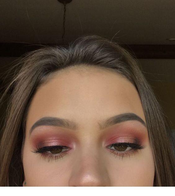 Brown hair, pink eye makeup | Inspiring Ladies