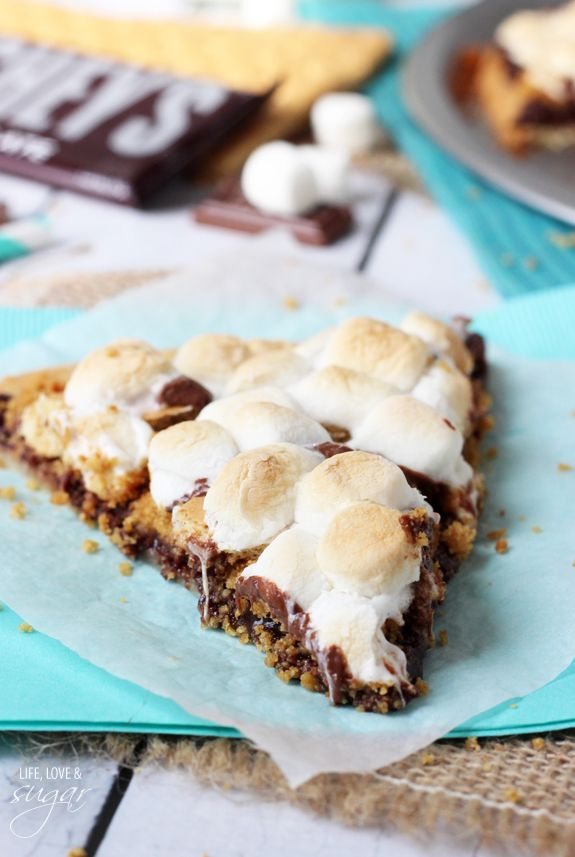 Smores Pizza - chocolate, graham crackers and marshmallows on a pie crust!