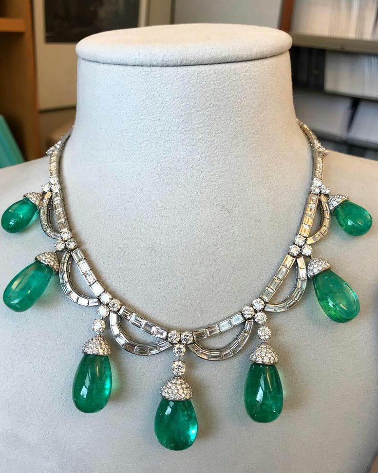 Gorgeous emerald and diamond necklace by @bulgariofficial ... @sothebys sale of #MagnificentJewels and #NobleJewels #Geneva #sothebysjewels
