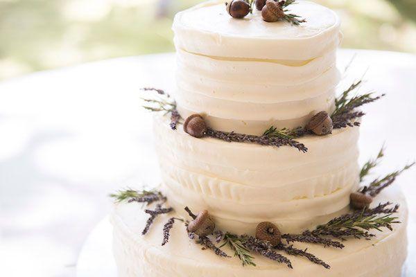 acorn wedding cake | Woodsy Weddings