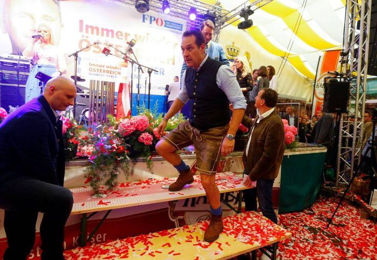 El líder del FPÖ, Heinz-Christian Strache, con el atuendo tradicional el 1 de mayo.
