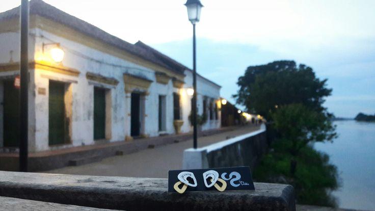 Aretes Magdalena, en #Mompox    junto al río en el cual nos inspiramos #Colombia #TaniaRevueltasJoyeria #filigranacontemporanea #joyasdeautor #filigree #colombiaesrealismomagico