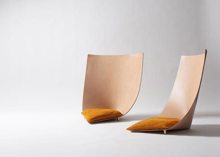 レザーシートで作る快適な椅子 バルセロナのデザインオフィスTORUがドバイ・デザインウィークで披露する新作チェアBabuとClop。6mmの薄いレザーを使用。砂漠の旅からインスピレーションを得たデザイン。