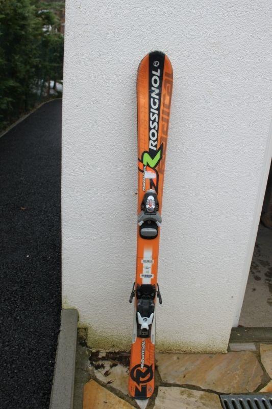 #Location Paire de skis de piste enfant Rossignol orangesTaille 110 cm. Location Chaussures de ski enfant taille 19.5 TECNICA à Menthon-Saint-Bernard (74290) _ www.placedelaloc.com/location/sport-loisirs/ski-snowboard-luge-glisse #consocollab #rossignol