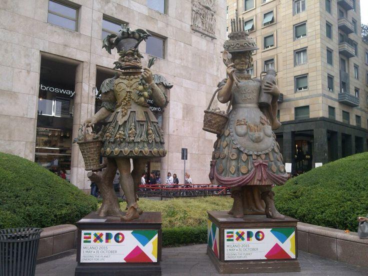 Expo 2015 - mascotte in piazza san babila Milano