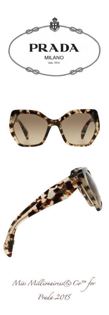 Nada melhor do que a sensação de desfilar com um óculos Prada novinho! ♥ #amamos…