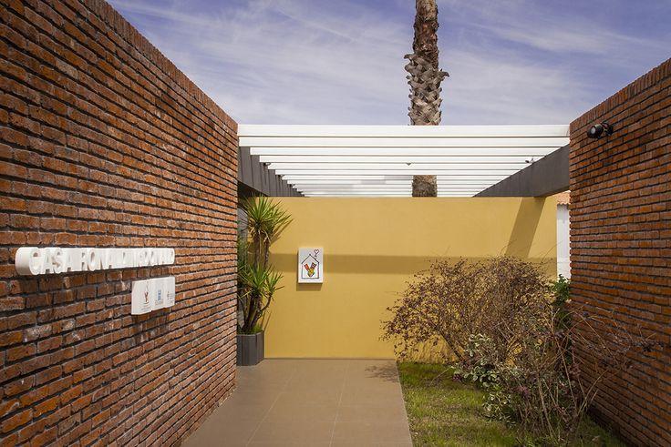 Casa Ronald es un programa dirigido a proporcionar alojamiento temporal a los adultos que acompañan niños internados en un Centro de Salud.