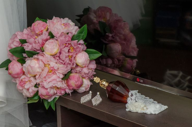 Wedding Photographer - Candid Photos of a Lifetime  Brides bouquet and accessories
