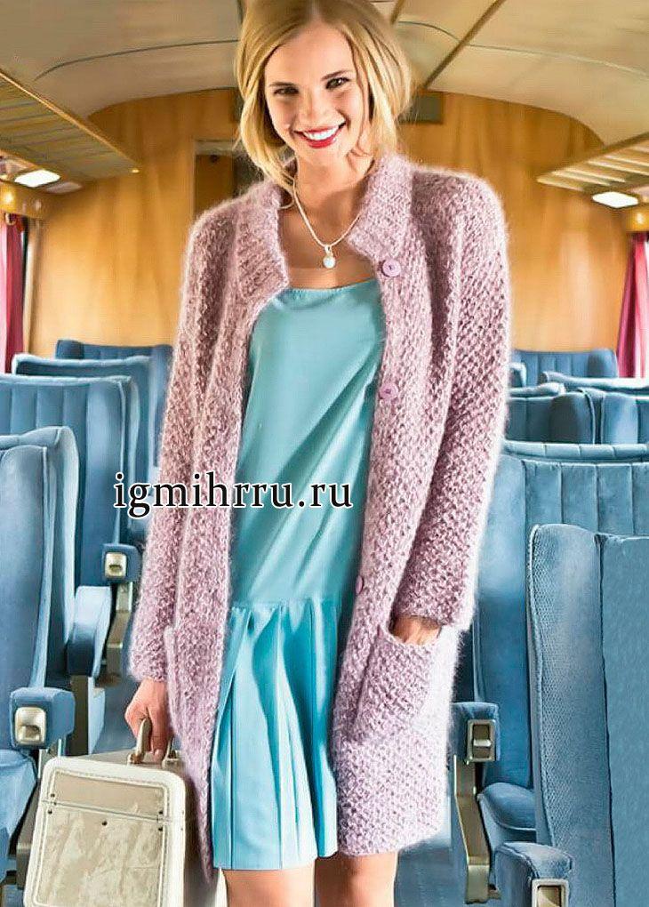 Теплое комфортное пальто розового цвета. Вязание спицами