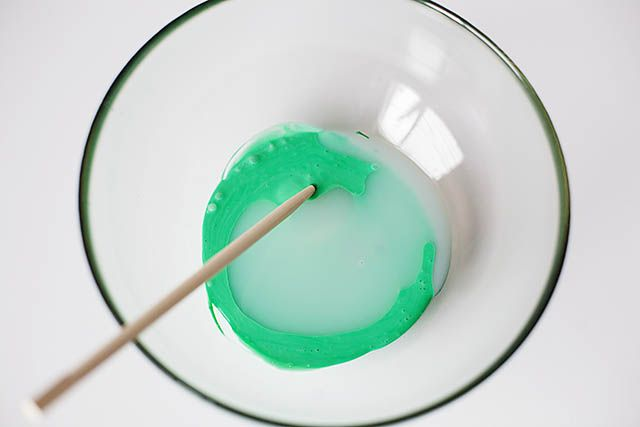 Stretchy, a bit bouncy (not too slimy) and tons of fun to make and play with - this DIY rubber slime is sure to be a hit in your house. Click through for the step by step!