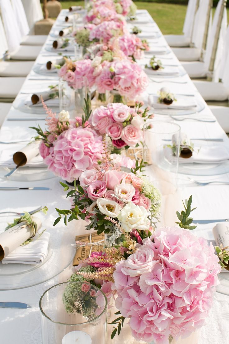 Dinner table in Pink