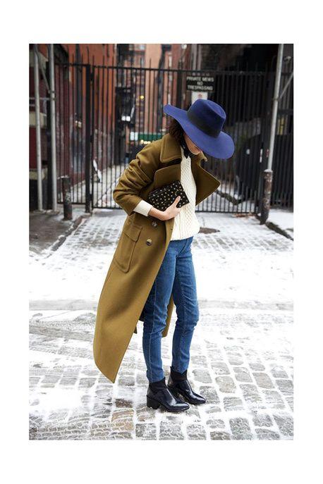 Un look d'hiver avec un long manteau kaki