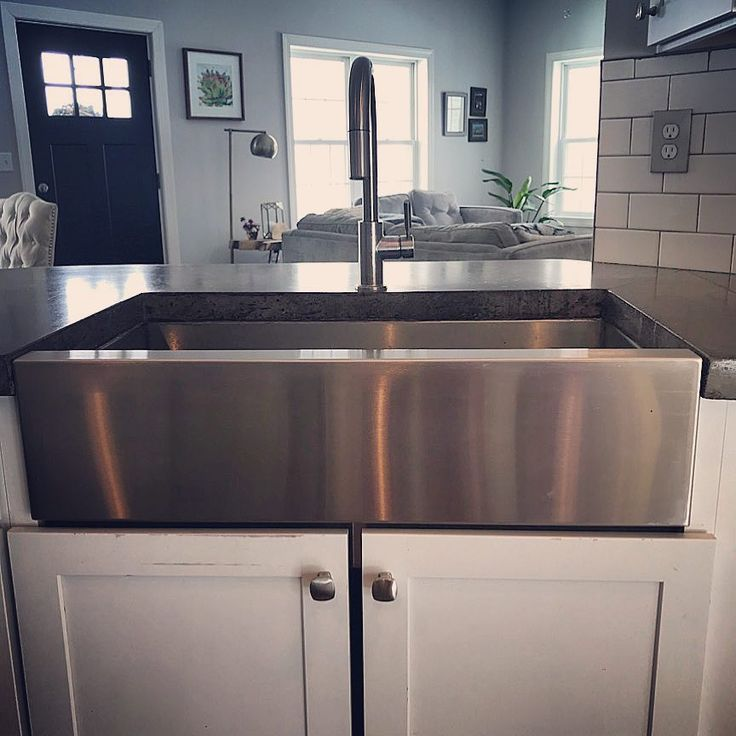 Ready to update your kitchen?! This beautiful stainless steel farmhouse sink does just that!! We would love to help you bring your kitchen to life! #stainless #stainlesssteel #kitchenremodel #kitchendesign #kitchen #farmhouse #farmhousesink #housebeautiful #welding #stainlesssteelfabrication