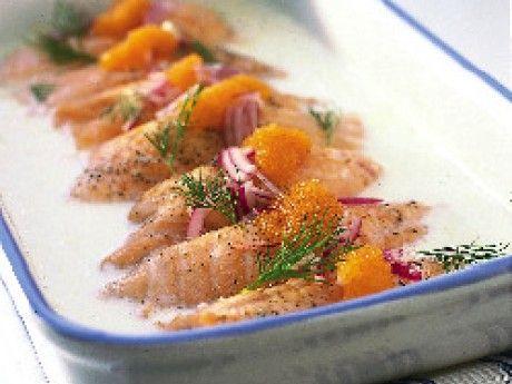 Västerbottenslax - Salmon from northern Sweden.   Receptbild - Allt om Mat (recipe in Swedish) 2 krmsalt 1 krmsvartpeppar, nymald 2,5 dlmellangrädde, (eller vispgrädde) 2 dlvästerbottensost, riven 8 stfärsk lax, stora tunna skivor (á 75 g) Garnering 1 strödlök, liten skivad 0,5 knippedill, (1/2 kruka) 50 glöjrom 20 min i  ugn - 200 grader Celsius