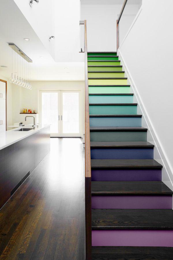 Escalera pintada de muchos colores #degradado