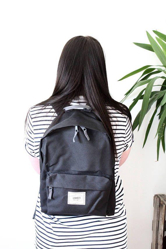 Junkbox Old School UNISEX everyday rucksack in Black