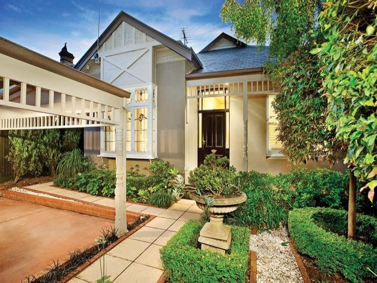 Pavers edwardian house exterior with porch & hedging - House Facade photo 282898