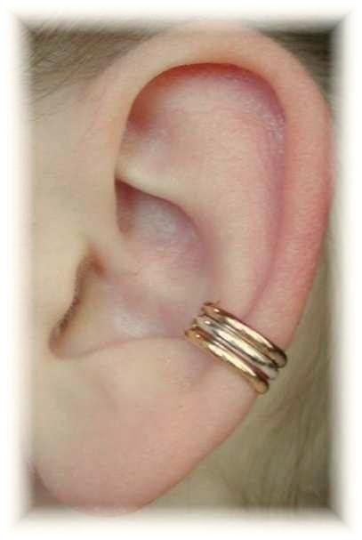 Een stijlvolle basis Ear Cuff. Deze Ear Cuff dias op uw oor met geen piercing en past comfortabel en veilig. We gebruiken alleen de hoogste kwaliteitsmaterialen, Sterling zilver en 14K Gold-gevuld. Deze manchet oor is niet-directionele, en past het recht of links. Het wordt verkocht als één stuk. Als u een paar wilt, gewoon bestellen twee oor manchetten.
