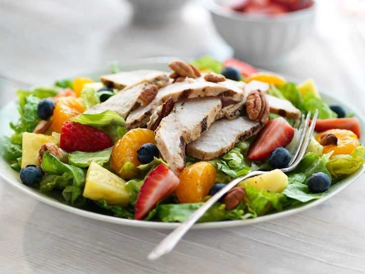 The Panera Bread Strawberry Poppyseed & Chicken Salad is back for summer! All-natural, antibiotic-free chicken, romaine lettuce, fresh strawberries, fresh blueberries, fresh pineapple, Mandarin oranges, pecans and fat-free poppyseed salad dressing.