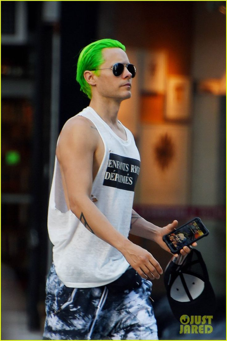 *EXCLUSIVE* Jared Leto digging his Green Hair while taking a stroll in Washington Square Park