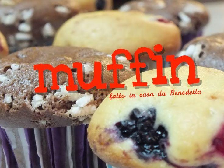 Ricetta facile per fare i muffin ai frutti di bosco e al cioccolato in meno di mezz'ora. Dolci soffici e golosi perfetti per i bambini