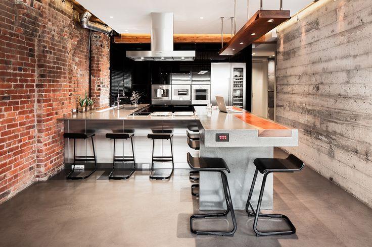 Потолки из гипсокартона на кухне: важный аспект в геометрии пространства (фото) http://happymodern.ru/potolki-iz-gipsokartona-na-kuxne-35-foto-stilnoe-i-udobnoe-reshenie/ Гипсокартонный потолок в интерьере кухни стиля лофт
