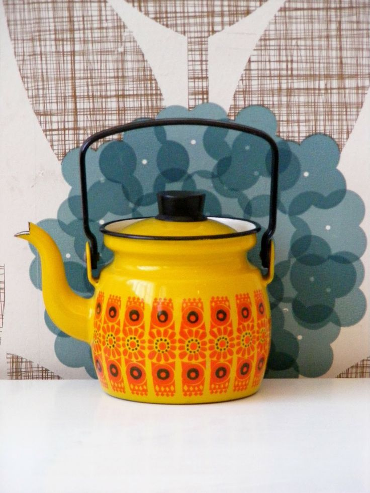 Mid-century enamel coffee pot by Finel for Arabia of Finland in the Kehrä Pattern