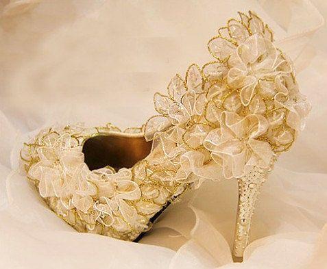 Dentelle vintage et Crystal Bridal Shoes, chaussures de mariage, demoiselle d'honneur chaussures perlées dentelle Chaussures, chaussures, chaussures de bal sur Etsy, $163.90 CAD