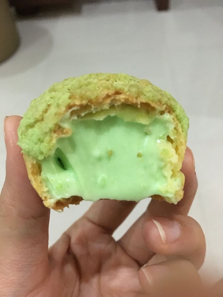 I love my country flavor... Choux with pandan filling...