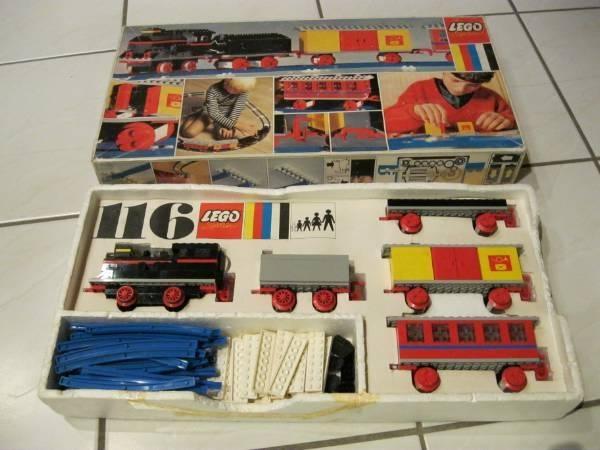 die besten 25 lego eisenbahn ideen auf pinterest lego duplo tisch trofast lego tisch und. Black Bedroom Furniture Sets. Home Design Ideas