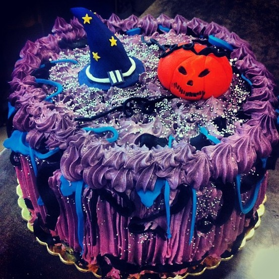 Halloween Strawberry & Chocolate Cake!