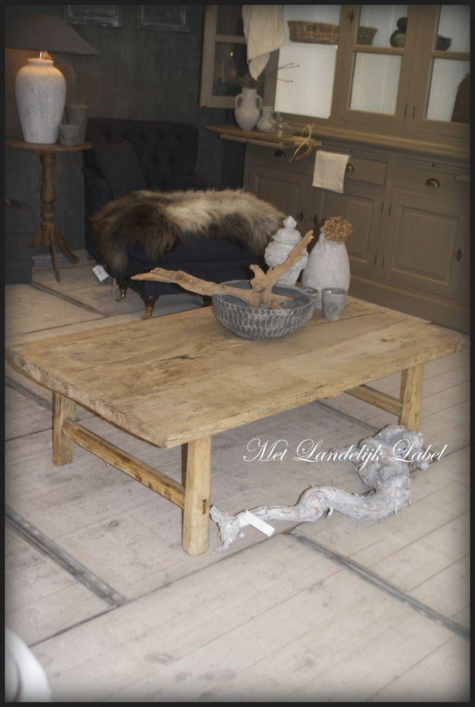 Prachtige salontafel van oud massief hout. Het bovenblad is nog een origineel slachtblad. Erg stoer, doorleefd en robuust! Een echte eyecatcher. Ze zijn stuk voor stuk uniek. afm: 138x75x43.5 cm (lxbxh) … bij Met Landelijk Label in Borne. Bekijk onze webshop of kom langs in onze sfeervolle woonwinkel in Borne!