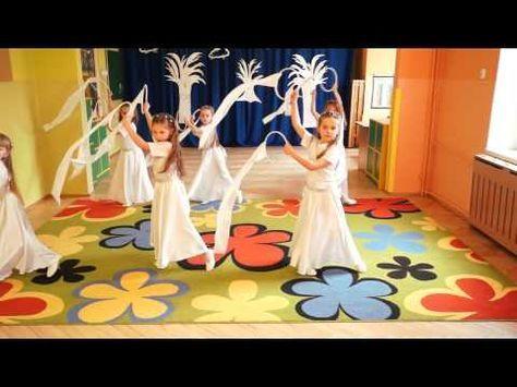 """Miejskie Przedszkole Nr 2 """"Delfinki"""" w Ustce - dziewczynki w tańcu """"Śnieżynek"""""""