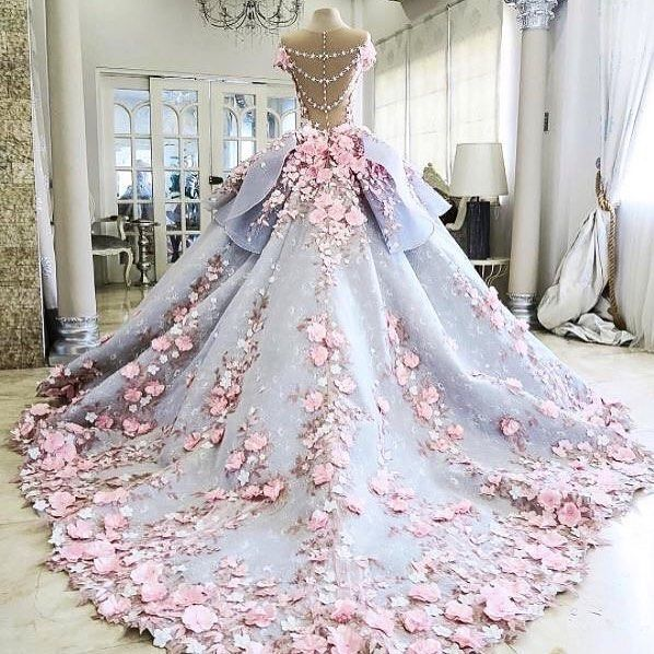 Oh my word!!! This is beautiful! Monday madness begins with this spectacular creation from @maktumang - we adore this bridal gown! Via @australianbridalservice