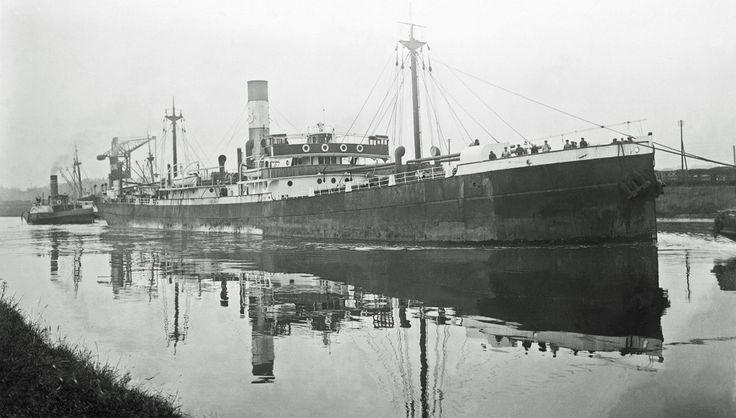 Το νεότευκτο ατμόπλοιο IOANNIS VATIS, κατασκευής 1914. / The Greek steamship IOANNIS VATIS built in 1914 for J.L. Vatis & Co., Syros.